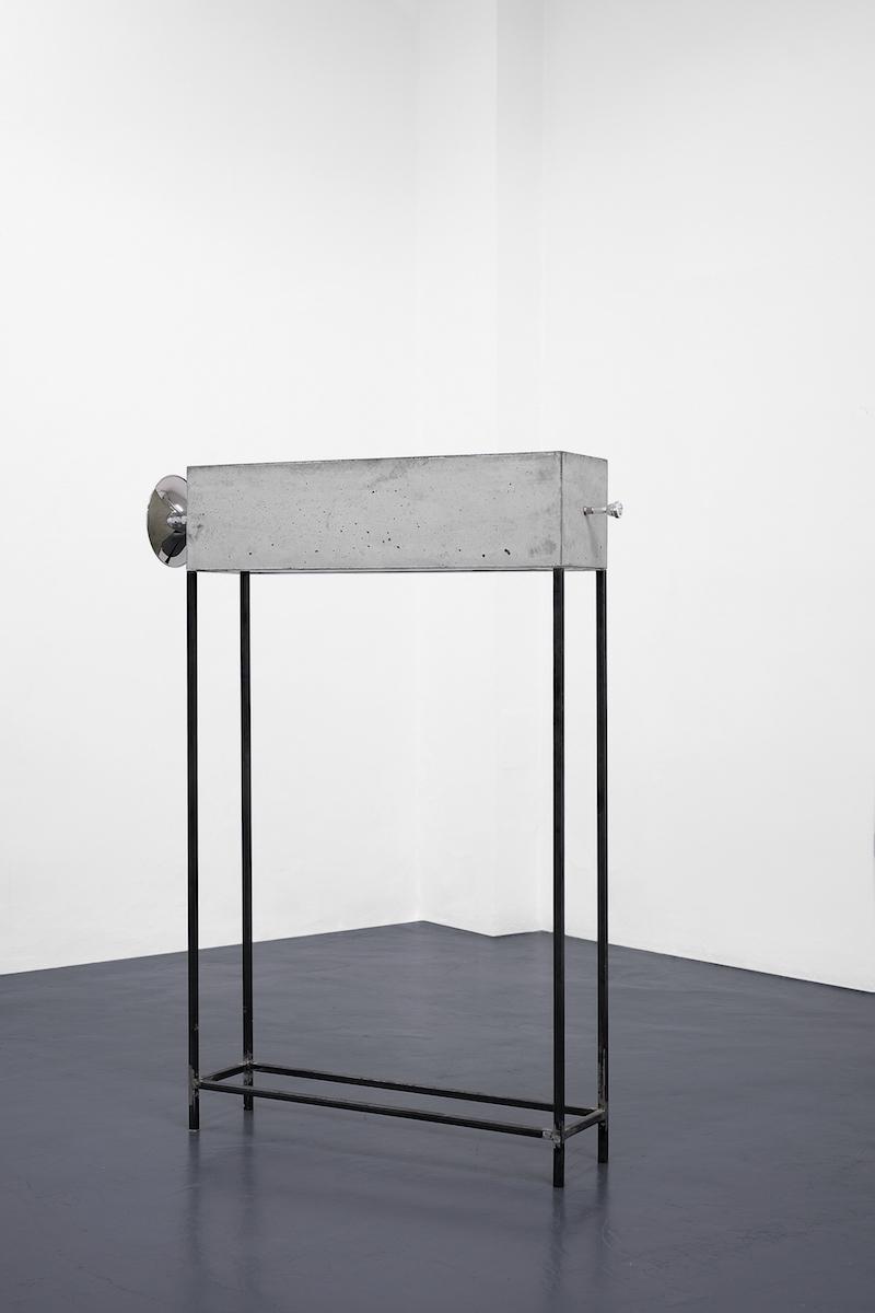 Jacopo Mazzobnelli_Volume, 2018, trombone, cemento e struttura in metallo, cm 160x120x25